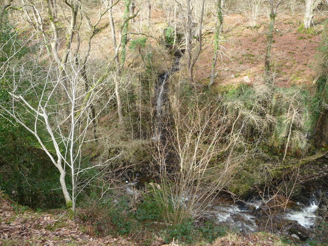 Tributary stream tumbles down to the Nedd Fechan