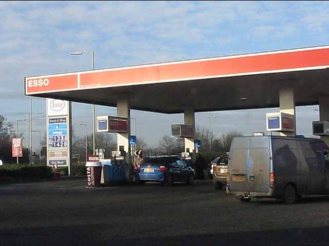 Esso filling station, Whitchurch services (A41)