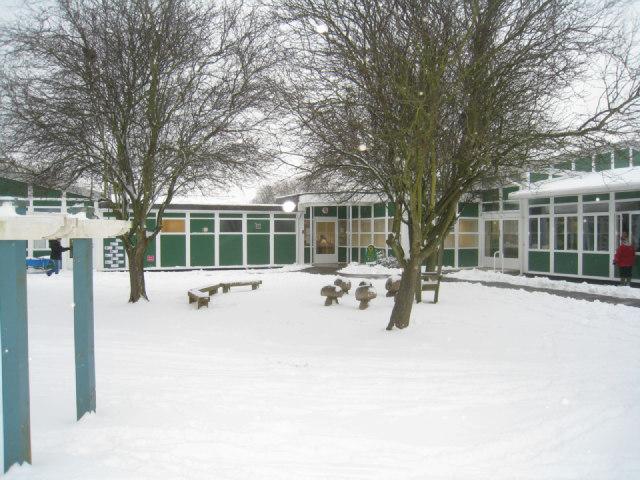 Entrance to Oakridge Infants