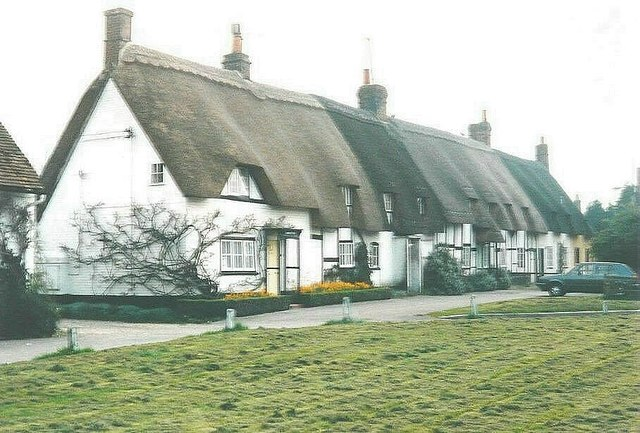 A row of thatched cottages, Downton in 1988
