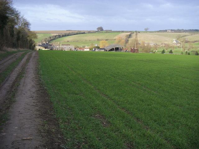 Path nearing Asthall Farm