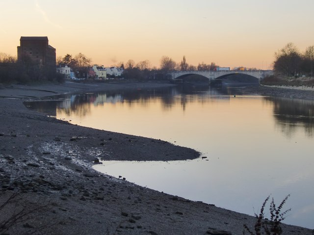 Mortlake riverside at dusk, low tide (3)