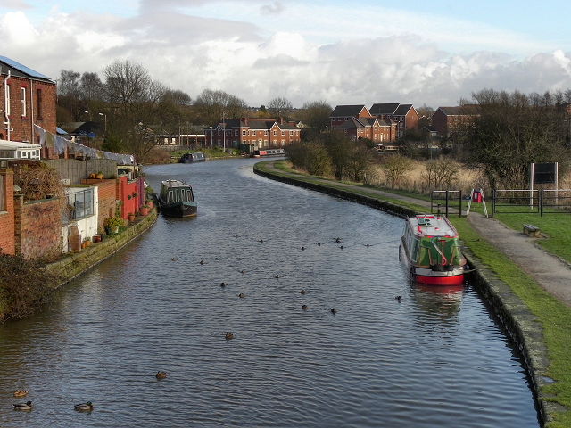 Leeds and Liverpool Canal from Appley Bridge