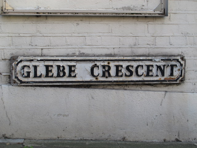 Sign for Glebe Crescent, NW4