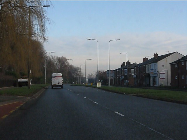 Knutsford Road alongside the River Mersey