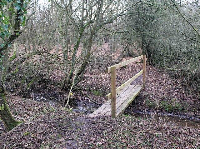 Footbridge on footpath to Wilmcote