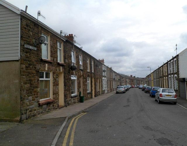 Miskin Street, Tynewydd
