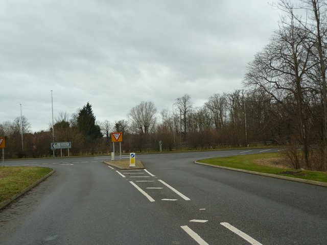 Road junction at the western end of Tempsford Road