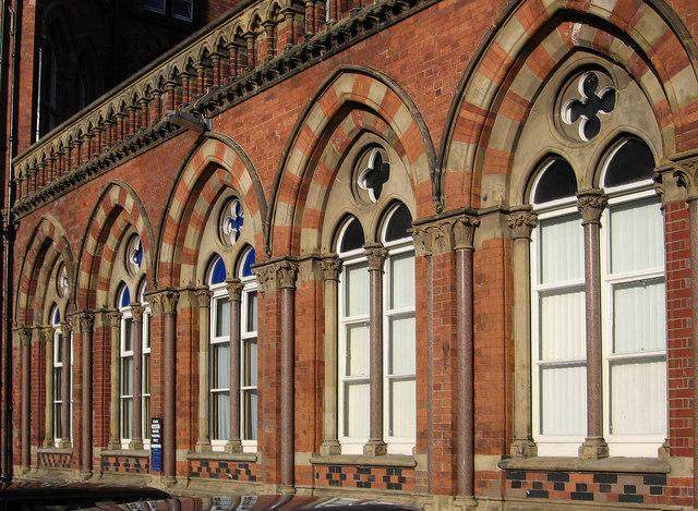 Leeds - General Infirmary - ground floor window detail
