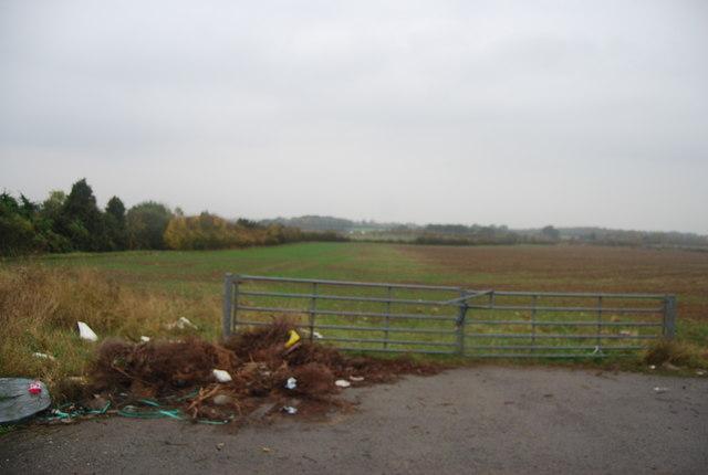 Gate leading to farmland, Thornden Wood Rd