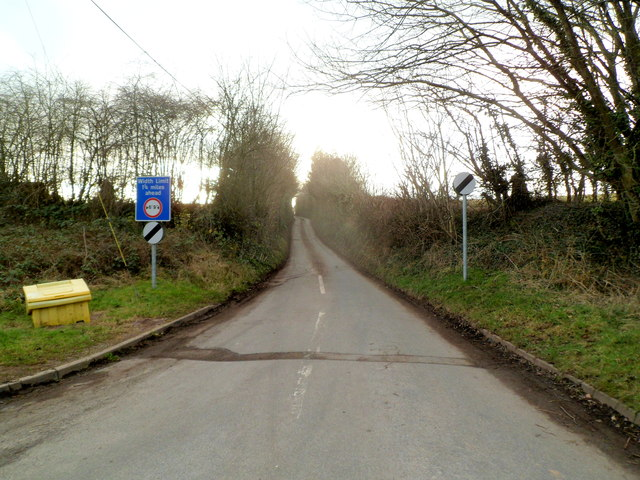 Warning of width limit ahead on the road from Welsh Newton to Llanrothal