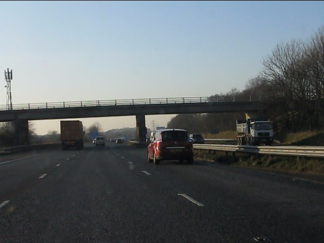 M62 motorway - Hall Lane overbridge