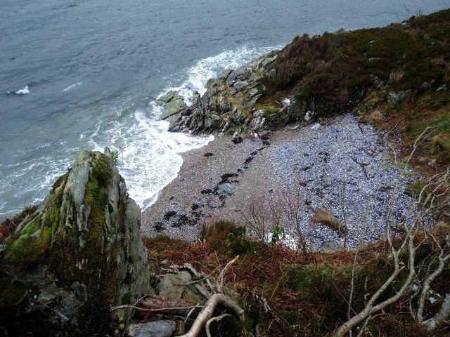 Mussel shell beach near Port na Curaich