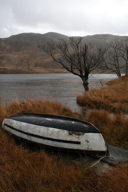 Lochan Torr an Fhamhair and boat