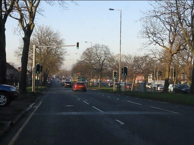 Queens Drive approaching Oakhill Road