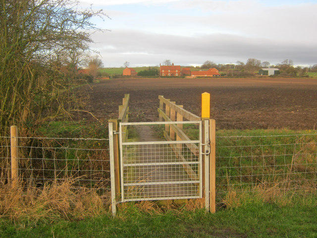 Footbridge near Manor Farm