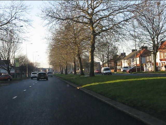 Queens Drive nearing Atheldene Road