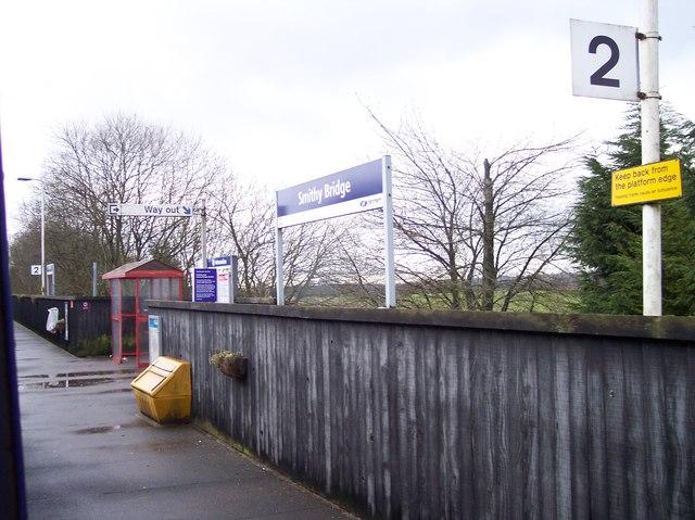 Basic facilities at Smithy Bridge railway station