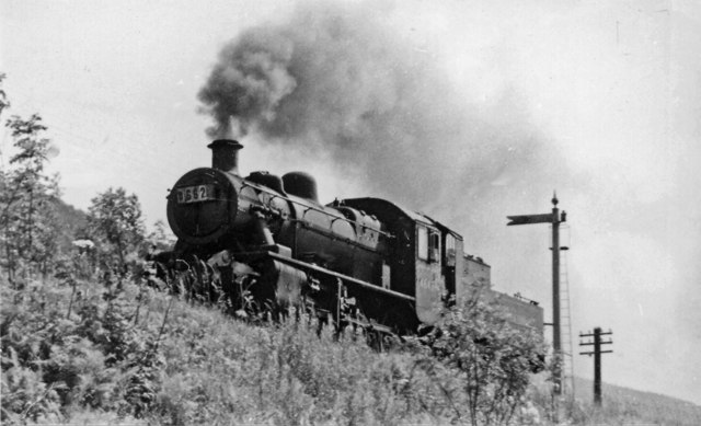 Light engine on Barmouth - Ruabon line near Drws-y-Nant