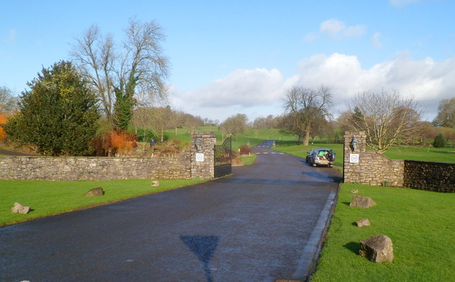 Entrance drive to Cottrell Park Golf Resort