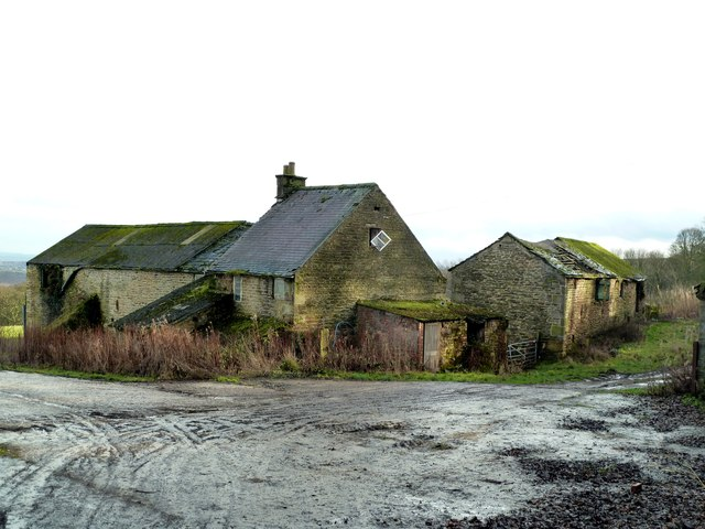 Abandoned farm buildings at Coomes Vale