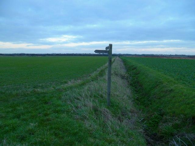 Footpath change of direction near Ham Farm