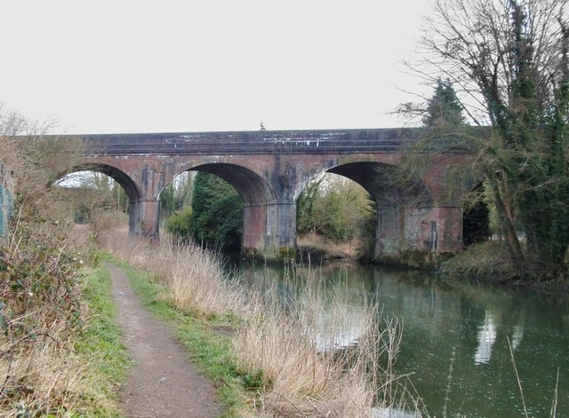 Railway bridge over the River Mole at Leatherhead
