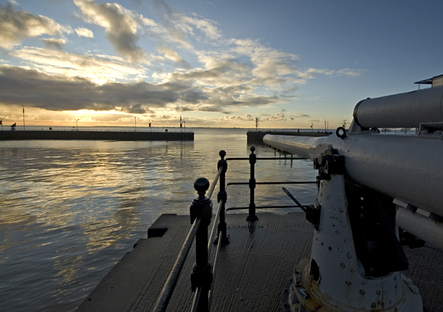 Dock Basin and gun, Hull