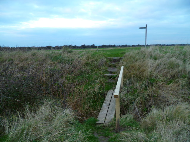 Footbridge and signpost near Warners Farm