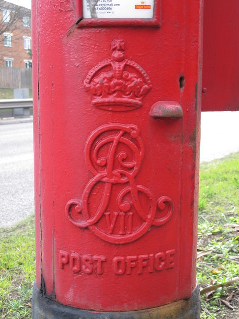 Edward VII postbox, Watford Way (A41) / Selborne Gardens, NW4 - royal cipher