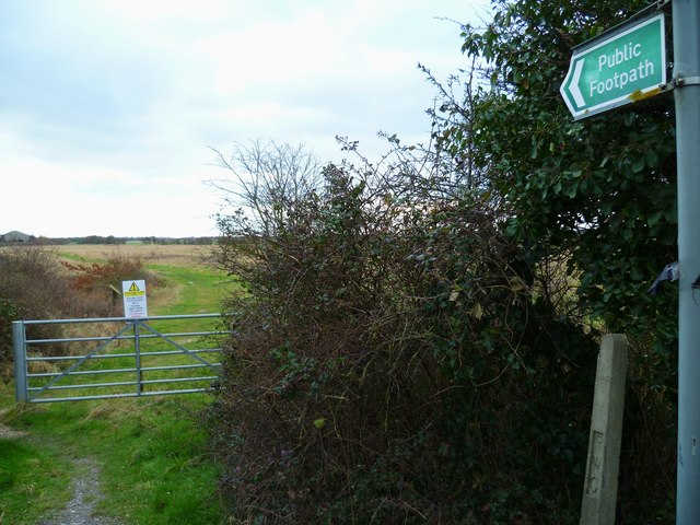 Footpath south from Ferry House to Ferry Farm