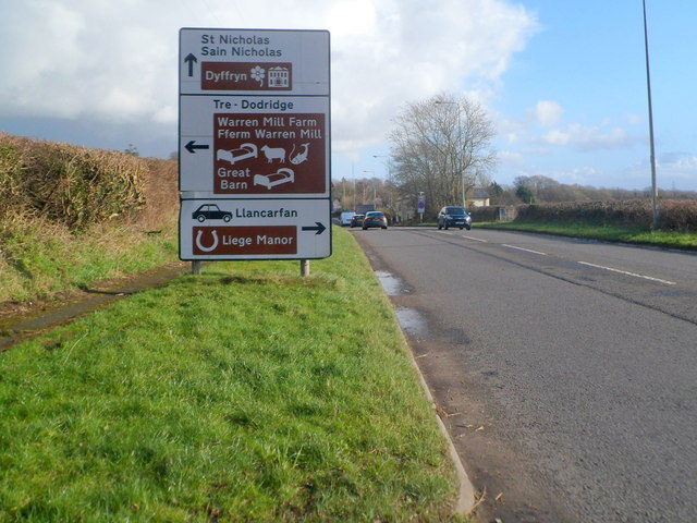 Crossroads ahead, A48 in the west of Bonvilston