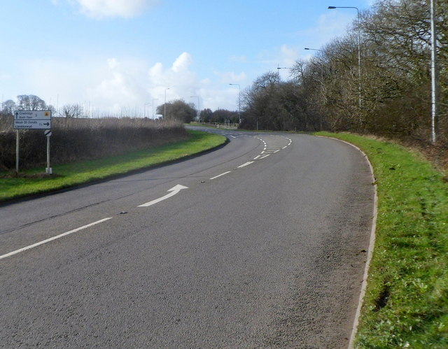 Bend in the A48 between Bonvilston and Cowbridge