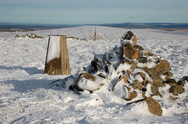 Cairn and trig point, Dundreich