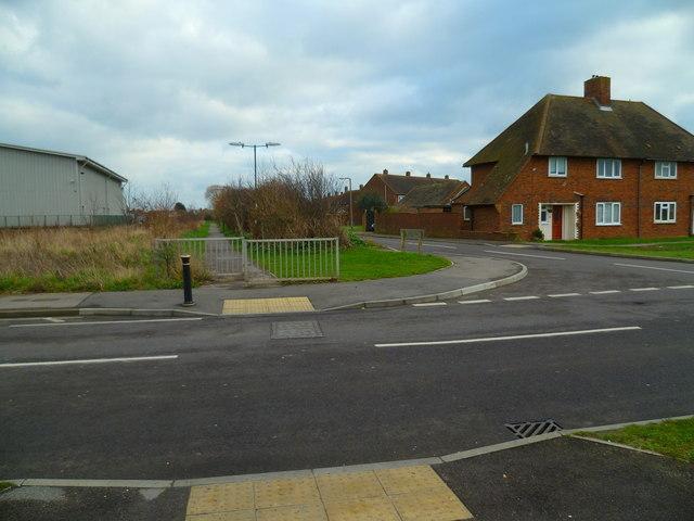 Footpath crossing Manor Road