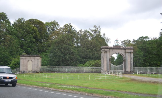 Gateway and Pavilion, Rossdhu House
