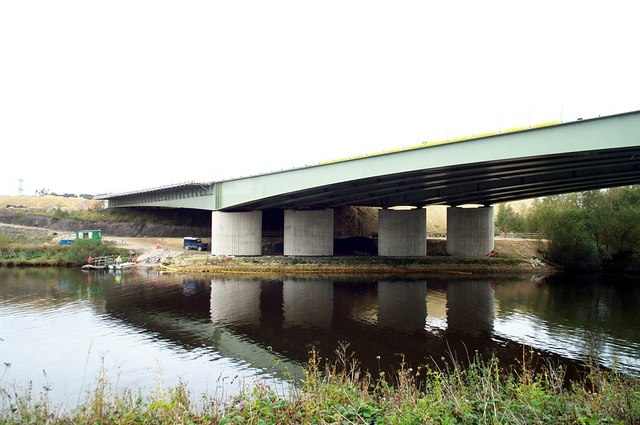 New Motorway Bridge over River Aire at  Fairburn