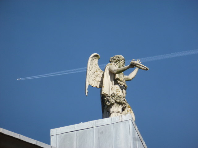 Alexandra Palace: rooftop statue