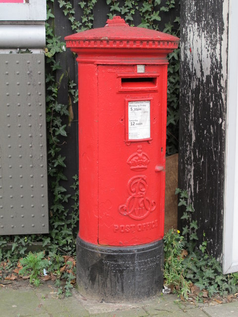 Edward VII postbox, West Hendon Broadway, NW9