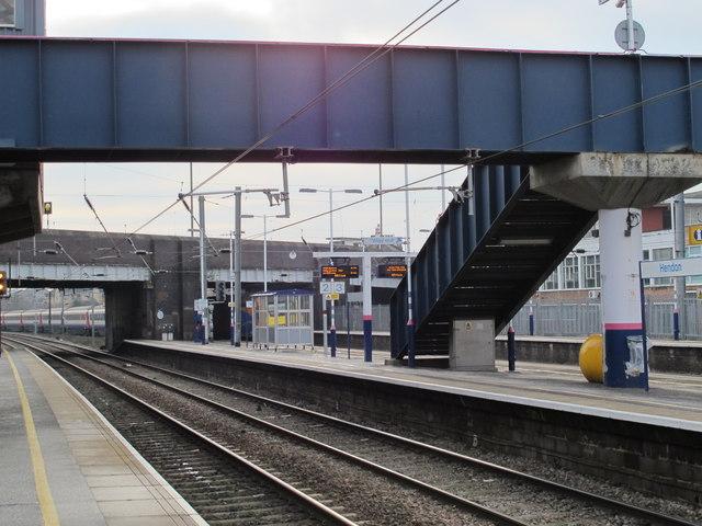 Hendon Station (2)