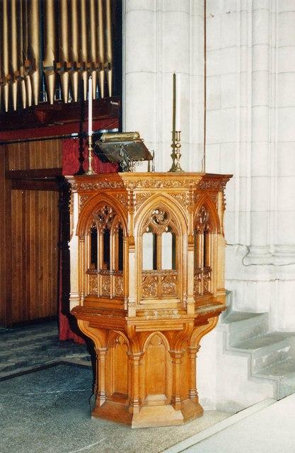 St Stephen, Park Avenue, Bush Hill Park - Pulpit
