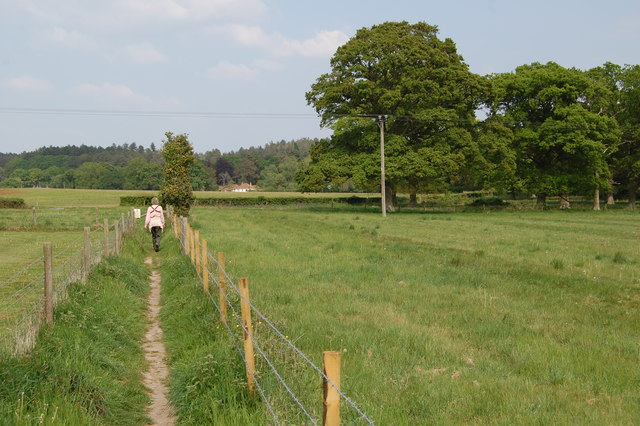 Footpath going towards Barrow farm