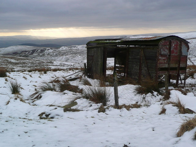 Derelict shed on the southern slopes of Meall Tarsuinn