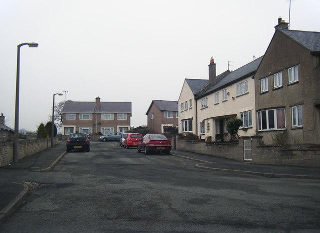 Houses in Henryd