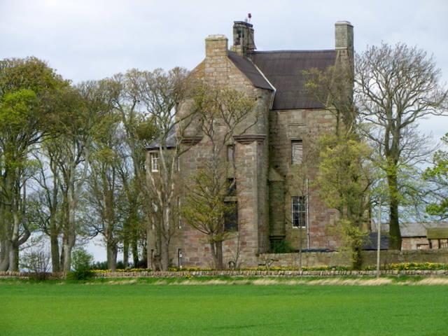 Balcomie Castle