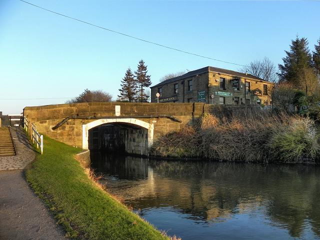 Leeds and Liverpool Canal, Top Lock Bridge