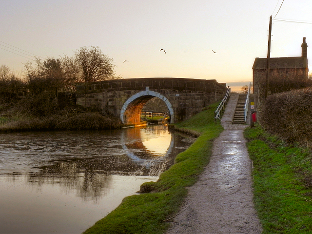 Leeds and Liverpool Canal, Bridge #81