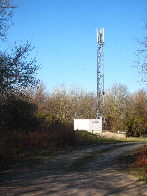 Communications mast north of Probus