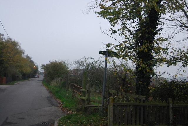 Footpath signpost, Ridgeway Rd