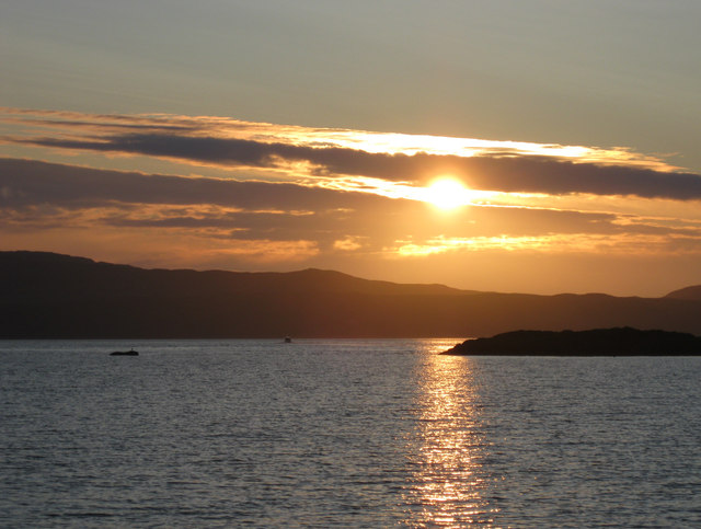 Approaching sunset from Carsaig jetty